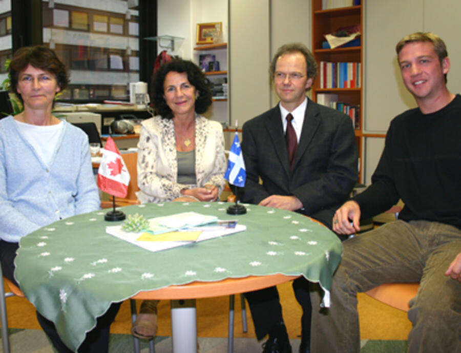 v.l.: Magdalena Stiftinger (Zentrum für Kanadastudien), Prof. Ursula Moser (Leiterin des Zentrums für Kanadastudien), Univ.-Doz. Dr. Rainer Bauböck, Chris Mathewson (International Council for Canadian Studies).