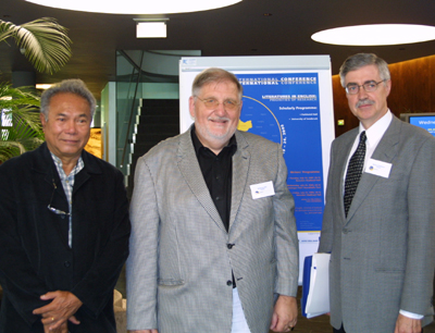 v.l.: Prof. Edwin Thumboo (Head, Centre for the Arts, National University of Singapore), Prof. Wolfgang Zach (Konferenzleiter, Institut für Anglistik der Uni Innsbruck) und Prof. Michael Kenneally (Director, Centre for Canadian Irish Studies, Concordia University Montreal, Canada).