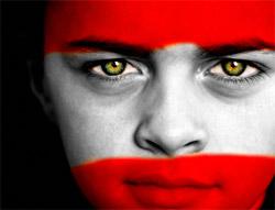Symbolbild: Gesicht mit aufgemalener Österreich-Flagge ©istockphoto.com